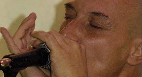 Morto Fabrizio Frosi, bluesman di 57 anni stroncato dal Covid, gli amici di Cerveteri: «Bricchio, non ti dimenticheremo»
