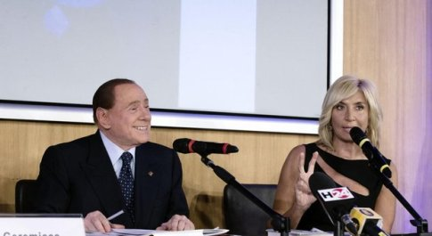 Berlusconi alla presentazione del libro di Myrta Merlino: «Me lo diceva mamma Rosa di non candidarmi in politica»
