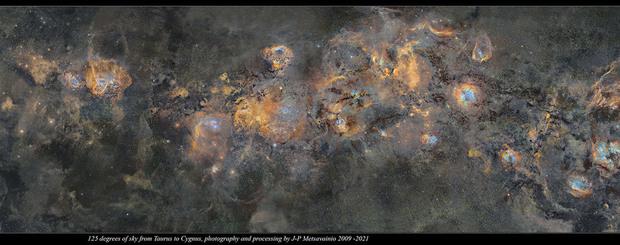 La Via Lattea in una sola immagine dettagliatissima: ecco la foto costata 12 anni di scatti