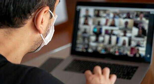 Covid, i preti fanno gli esercizi spirituali online su Zoom e altre piattaforme web