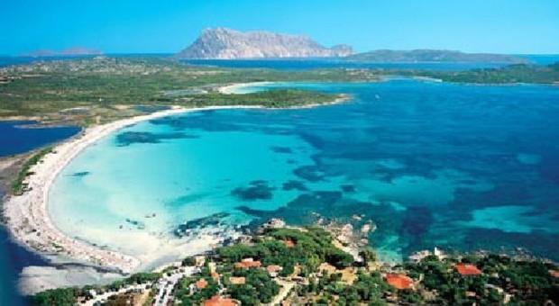 Sardegna, obbligo di registrazione per chi arriva: tracciati anche gli spostamenti interni
