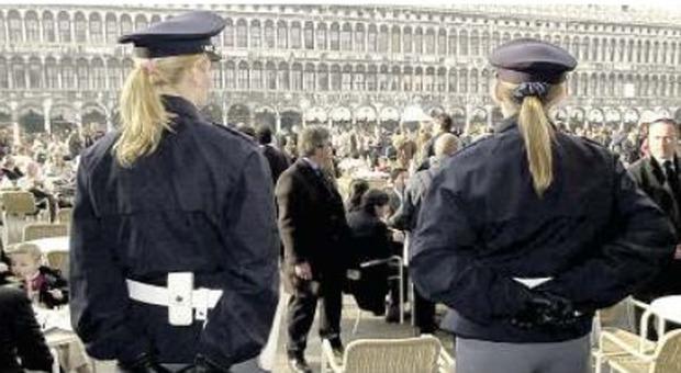 La candidata poliziotta aspetta un figlio e il concorso diventa a ostacoli