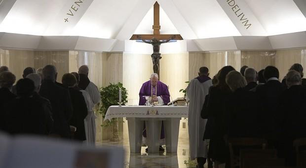 Papa Francesco invia aiuti all'Iran per le popolazioni alluvionate, par condicio tra sciiti e sunniti