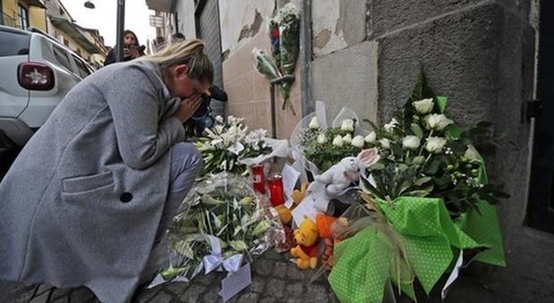 Bimbo ucciso a Napoli, la lenta agonia di Peppe: la madre ha assistito al pestaggio