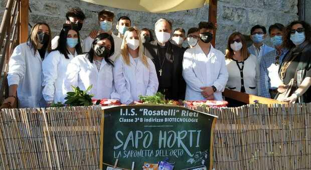 """""""Sapo Horti"""", ecco le mini-saponette create dagli studenti del Biotecnologico del Rosatelli"""
