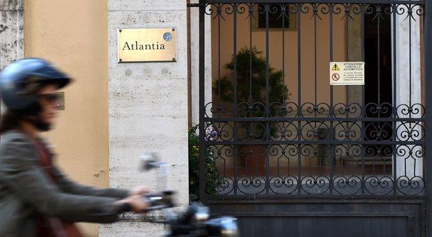 Atlantia a picco, non fa prezzo in Borsa
