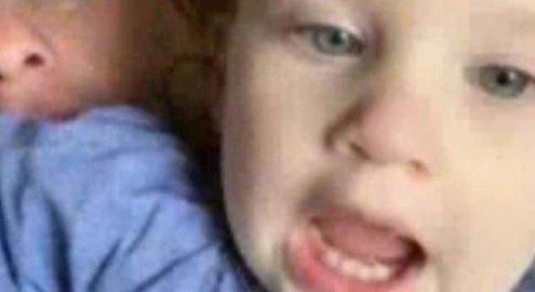 Bimba di 2 anni muore dimenticata in auto al sole: la mamma faceva un sonnellino