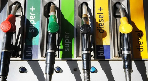 Aumento benzina e rincari alimentari, ecco i primi effetti della tensione Iran Usa