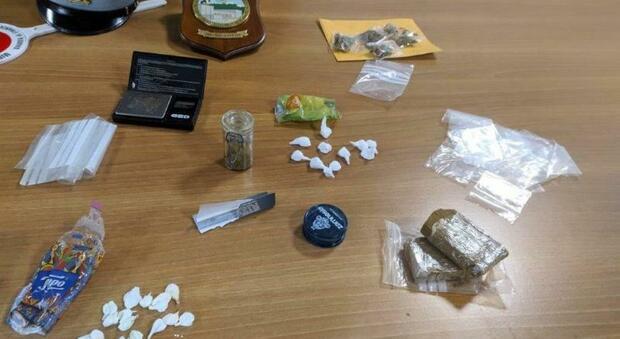 Guardia di finanza arresta spacciatore, sequestrati droga e denaro