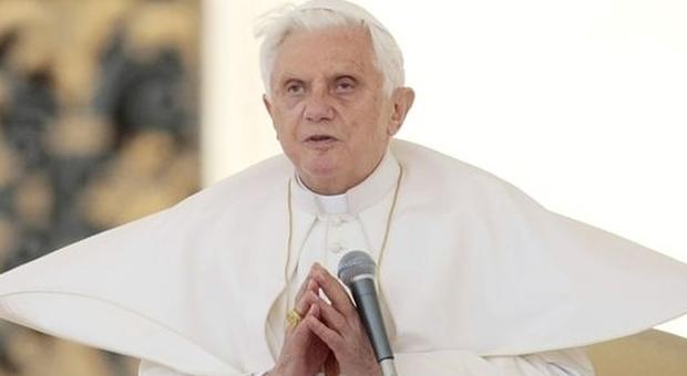 Coronavirus, Ratzinger a elevato rischio contagio: più controlli Vaticano sulla sua residenza