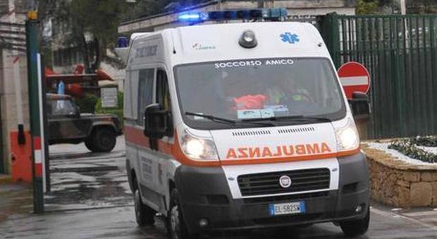 Pontedera, 97enne uccide la moglie inferma con un cacciavite e si getta dal balcone