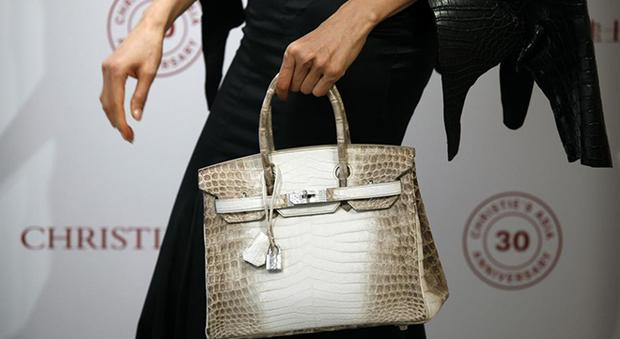 All'asta la borsa più cara del mondo: una Birkin coccodrillo e diamanti