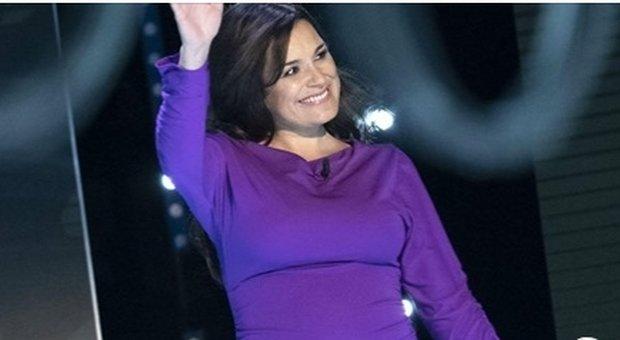 Alena Seredova a Verissimo: «Sono incinta a 42 anni, non posso svelarvi il sesso»