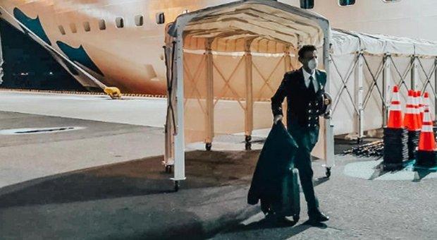 Gennaro Arma, comandante eroe, lascia per ultimo la Princess: lo attende la quarantena