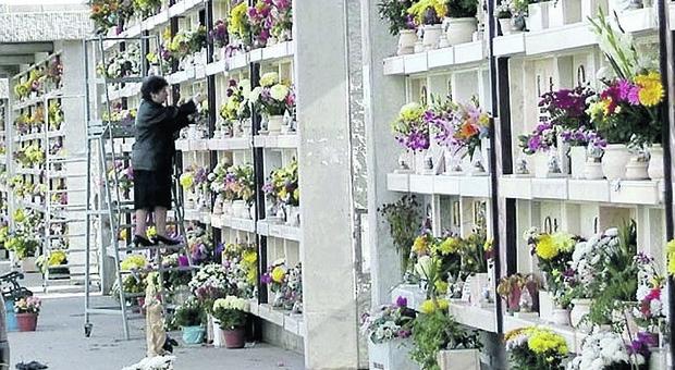 Prima Porta, scambio di salme nella tomba. Nuova inchiesta sul cimitero
