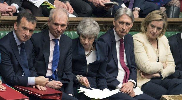 Brexit, parte il dialogo May-Corbyn: ipotesi unione doganale. Ma il tempo stringe