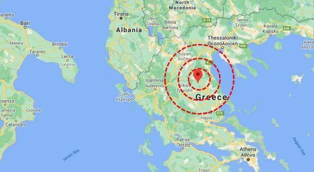 Terremoto Grecia di 6.3, migliaia in strada: «Persona sotto le macerie». Scossa sentita anche in Puglia