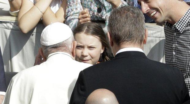Greta Thunberg a Roma, incontro con il Papa a piazza San Pietro