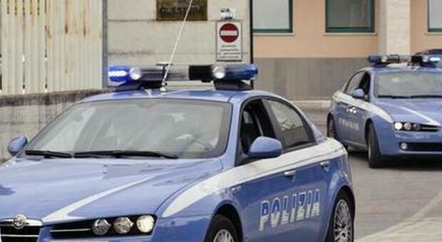 Con la carabina spara ai piccioni: «Mi infastidiscono». Denunciato dalla polizia 78enne a Città di Castello