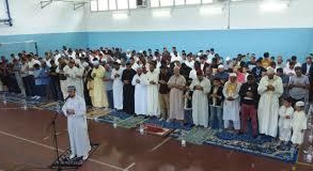 Verbania, teatro comunale gratis ai musulmani: ma a pagamento alle suore, bufera sul sindaco