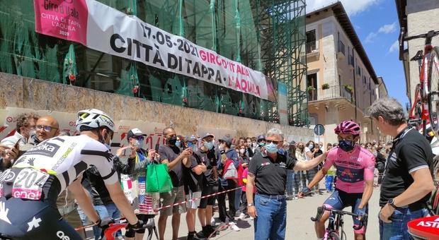 L'Aquila, il Giro d'Italia accende il centro storico
