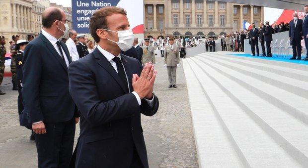Virus, Macron: «Mascherine obbligatorie al chiuso, pronti a una eventuale seconda ondata»