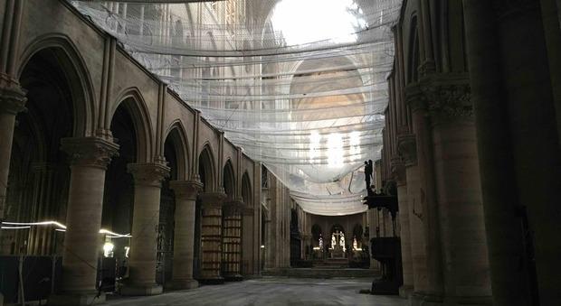 L'interno di Notre-Dame, foto STUDIO COMES