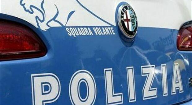 Roma, si nasconde nel condominio ed esibisce un falso documento ma la polizia lo scopre: deve scontare 7 anni