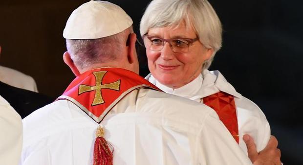 La teologa tedesca ai vescovi in Germania: ora il sacerdozio alle donne, soffitto di cristallo da sbriciolare