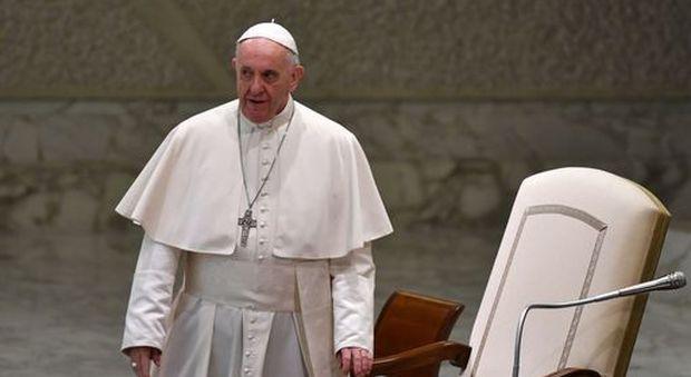 Il Papa contro gli sprechi: