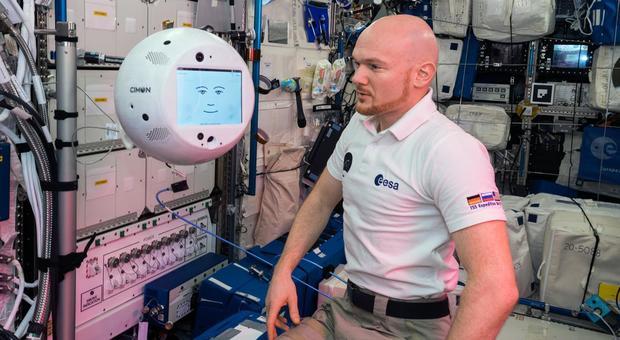 Alexander Gerst e il robot Cimon