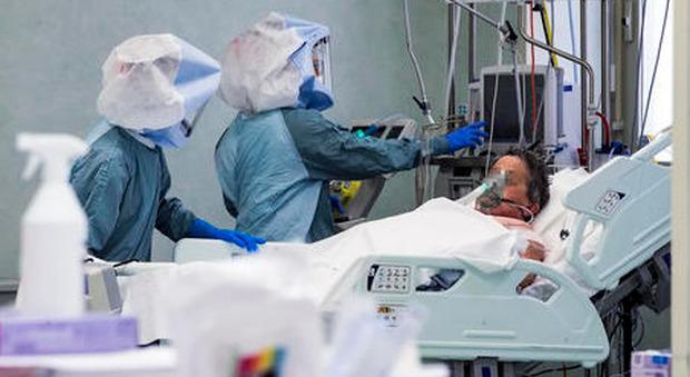 Covid Cremona, padre e figlio muoiono a pochi giorni di distanza: «Erano inseparabili»