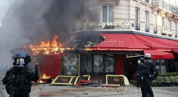 https://www.ilmessaggero.it/photos/MED/60/29/4366029_2346_gilet_gialli_parigi_scontri.jpg