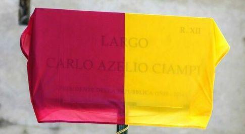 """Carlo """"Azelio"""" Ciampi, clamorosa gaffe all'inaugurazione della targa al Lungotevere a Roma"""