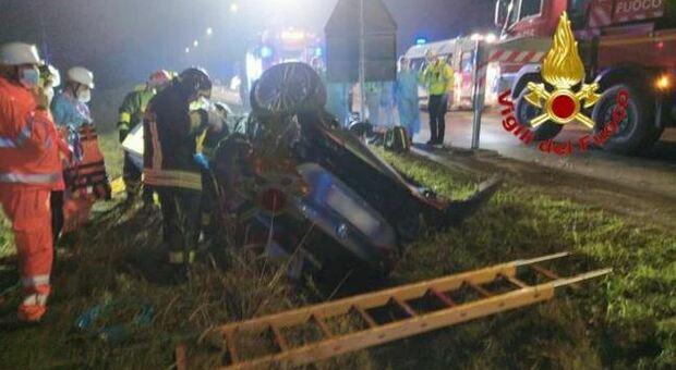Pavia, si schianta contro un palo a bordo dell'auto guidata dall'amico, giovane infermiera morta sul colpo