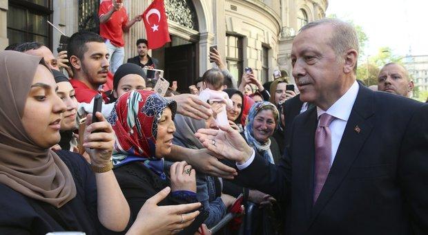 Turchia, annullato il voto sul sindaco di Istanbul, l'opposizione protesta: «Erdogan calpesta la democrazia»