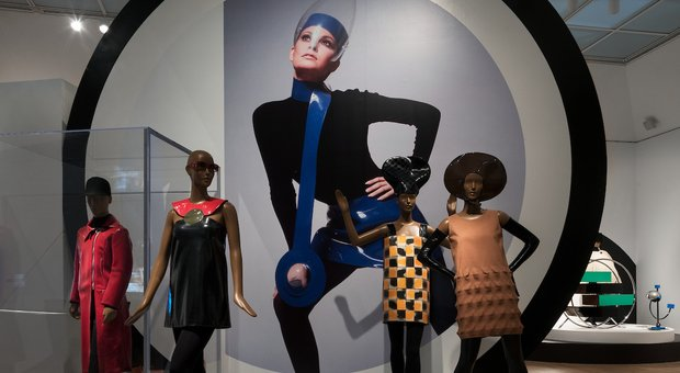 Uno scatto della mostra Pierre Cardin: Future Fashion al Brooklyn Museum (Photo: Jonathan Dorado, Brooklyn Museum)