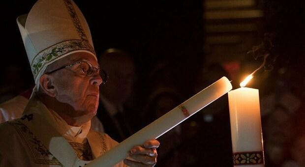 Papa Francesco al mondo: «È possibile ricominciare anche se nel cuore si porta un'ora buia»