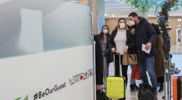 Coronavirus, gli Usa: «Sì ai viaggi in Italia, ma con attenzione». Londra: «Non blocchiamo i voli»