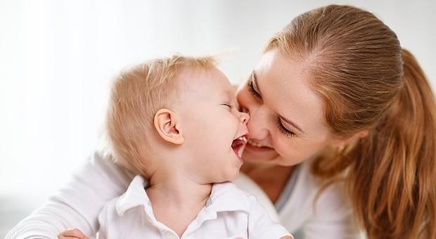 Reddito di maternità, 100 euro al mese per fare la mamma a tempo pieno
