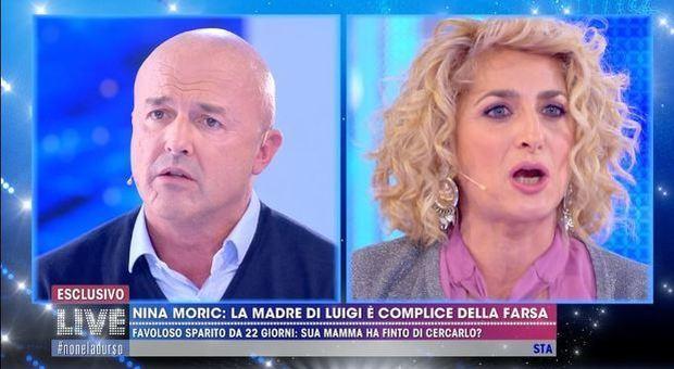 Live - Non è la d'Urso, Nuzzi contro la madre di Favoloso: «Tuo figlio è sparito e vieni qui a fare la sciantosa»