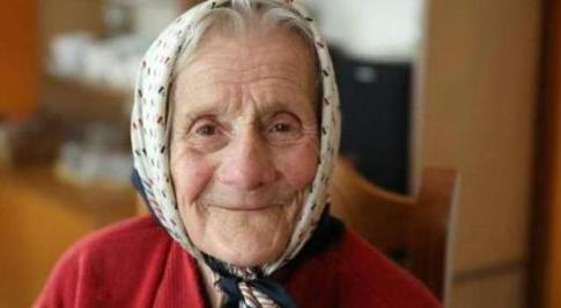 Polonia, 91enne dichiarata morta si risveglia dopo 11 ore all'obitorio: «Vorrei una zuppa calda»