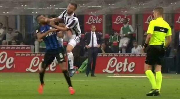 Inter-Juventus del 2018, le Iene rivelano cosa si sono detti l'arbitro Orsato e il Var Valeri: «Il contrasto c'è»