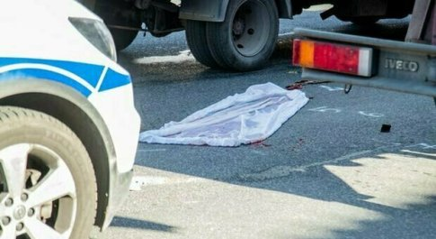 Roma, investito e ucciso da un'auto in via Palmiro Togliatti: pirata in fuga