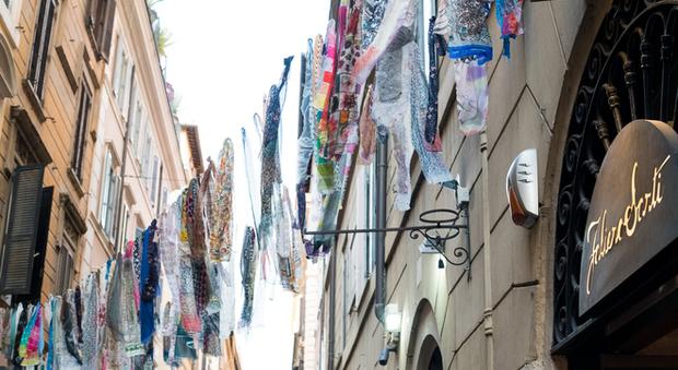 on sale c0674 cfe37 Kristina Ti e Monica Sarti: «Un foulard per omaggiare Roma e ...