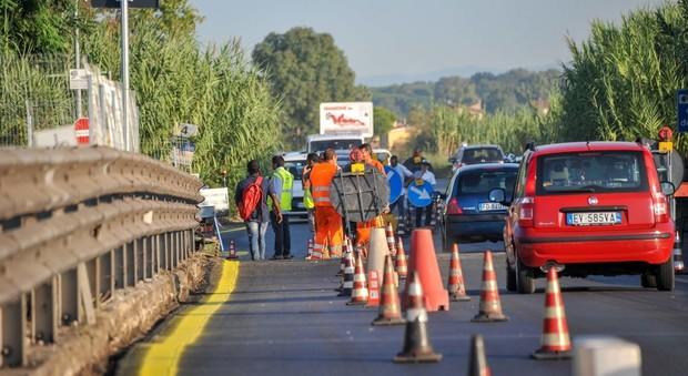 Roma, tenta il suicidio gettandosi dal viadotto della Magliana: salvato dalla polizia municipale