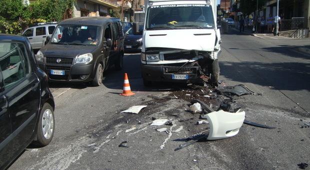 Albano, schianto tra tre auto: ragazza ferita