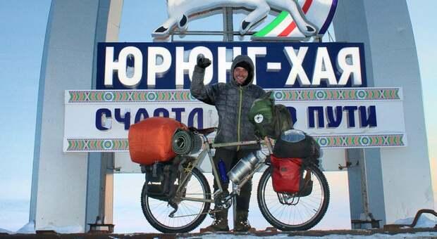 L'umbro Lorenzo Barone ce l'ha fatta: ha percorso in bicicletta la strada più a nord del mondo