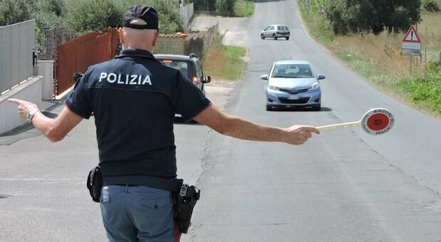 Roma, scippatore seriale in fuga investe e ferisce tre poliziotti: arrestato
