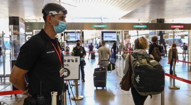 Roma-Milano, sul primo treno dopo il lockdown: «Tra sindrome Fantozzi e l'emozione di rivedere la famiglia»